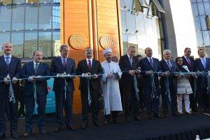 Köln DİTİB Merkez Camii dualarla ibadete açıldı