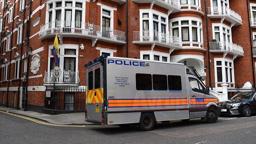 Wikileaks'in kurucusu Assange gözaltına alındı