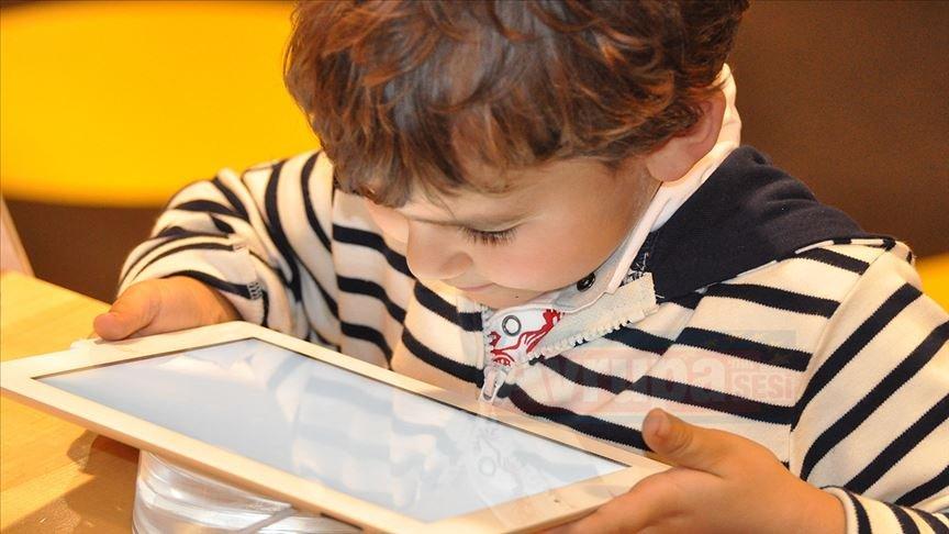 Çocuklara yaz tatilinde'dijital dünya' ile ilgili uyarılar