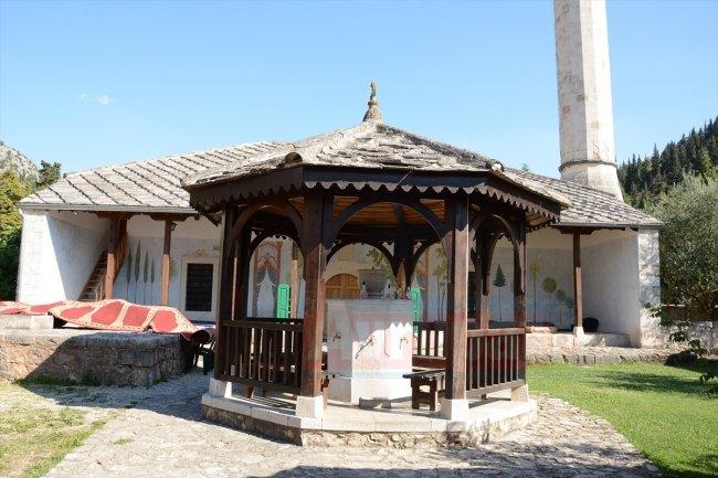 Bosna'da beş asırlık Sultan Selim Camii'ne ziyaretçilerden ilgi