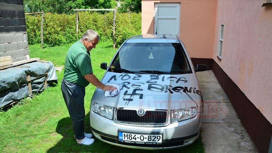 Bosna Hersek'te ev ve araçlara gamalı haç çizildi