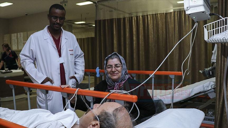 Somalili doktor vefa duyduğu Türklere şifa oluyor