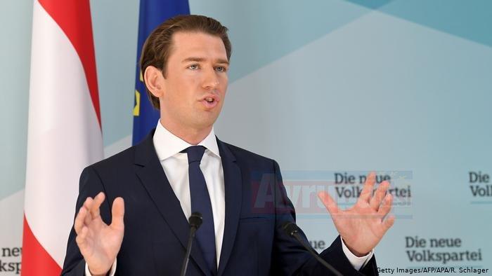 Avusturya'da Haç kalıyor, başörtüsü yasaklanıyor