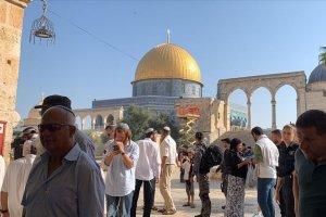 Yüzlerce fanatik Yahudi Mescid-i Aksa'yayı bastı