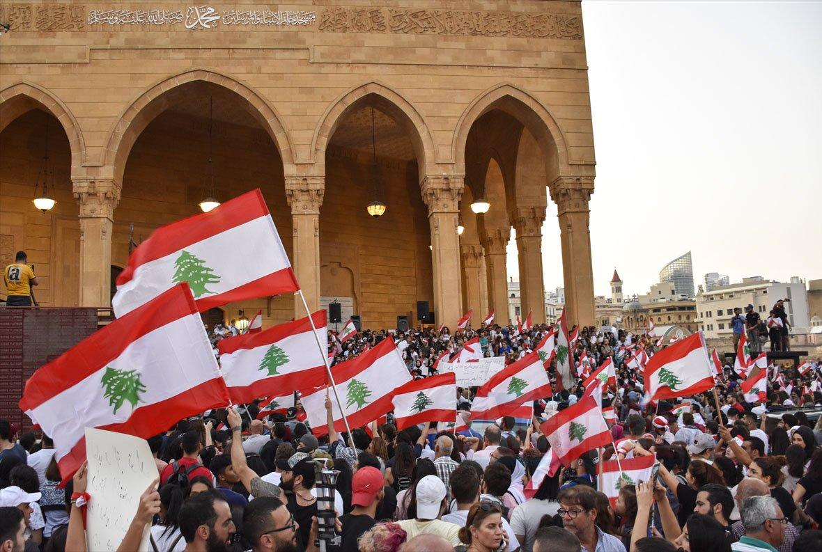 Lübnan'da hükümetin son kararlarına rağmen gösteriler devam ediyor
