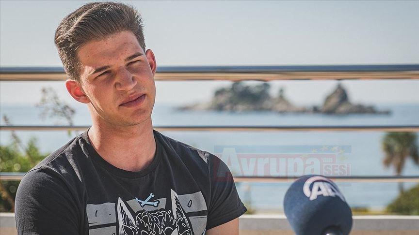 20 yaşındaki Vlaovic, hadisten esinlendi 12 dil öğrendi