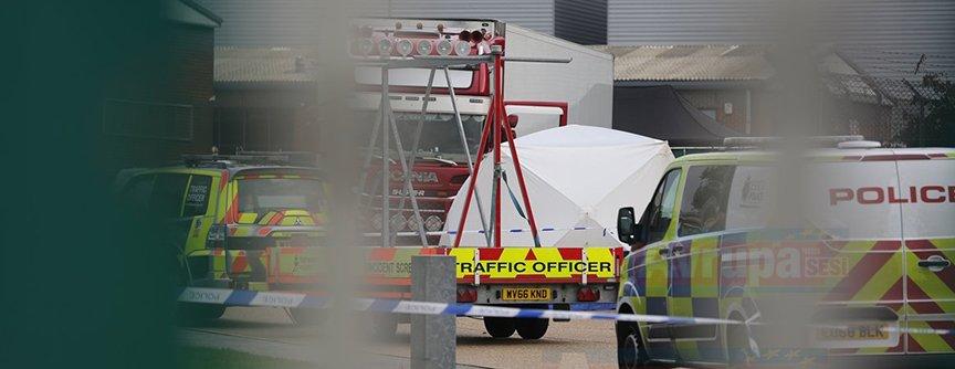 İngiltere'de kamyonun taşıdığı konteynerde 39 ceset bulundu