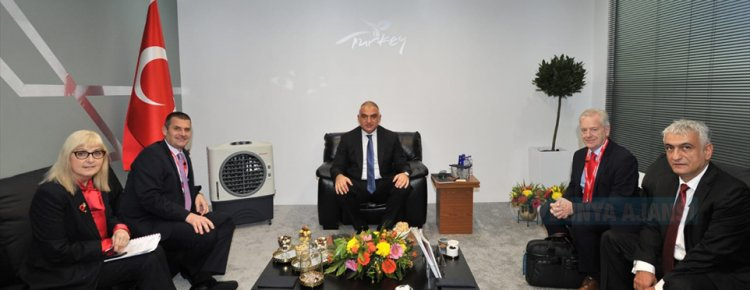 Bakan Ersoy, Londra'da WTM Uluslararası Turizm Fuarı'na katıldı