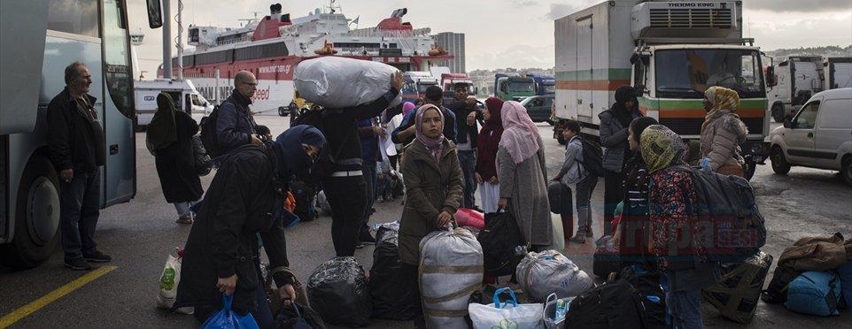 Yunanistan adalardaki düzensiz göçmenleri karaya taşıyor