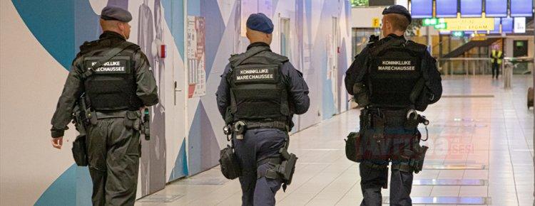 Hollanda'da uçaktaki yanlış alarm panik yarattı