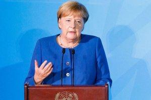 Başbakan Merkel, ülkedeki antisemitizm ve ırkçılık uyarısı