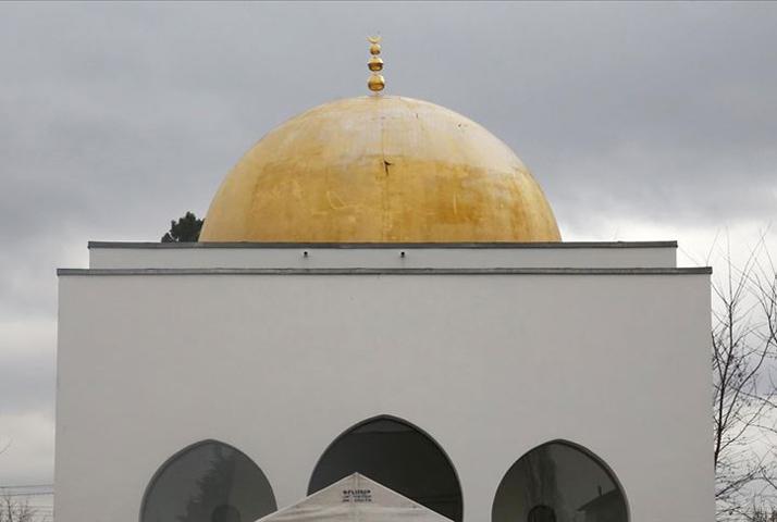 Cami duvarına İslam karşıtı yazılar yazıldı