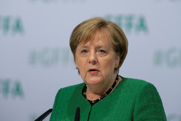 Merkel Afrika ülkelerine daha fazla yatırımın geleceğini söyledi