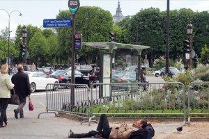 Paris'te 700 çocuk geceyi sokakta geçiriyor